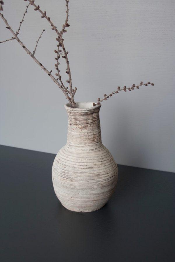 Florero de cerámica con textura mate