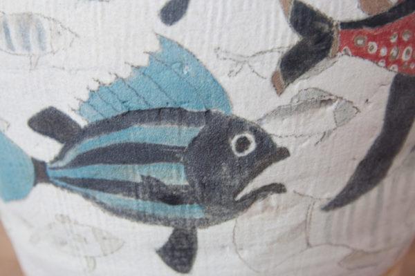 Detalle de jarrón de cerámica pintado a mano