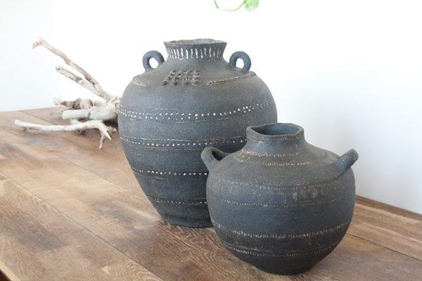Jarrones de barro negro, artesanales y decorativos