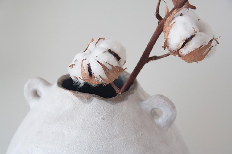 Detalle de jarrón Gea blanco